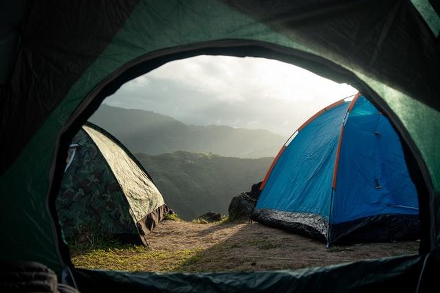 אוהלים בקמפינג בצפון